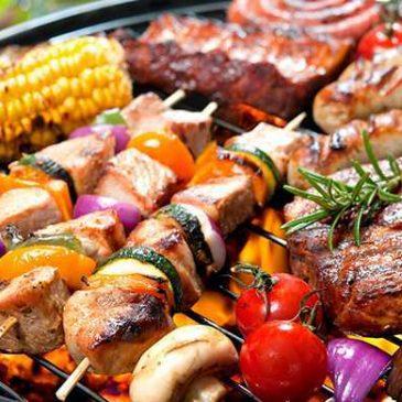 Geflügel, Rind- und Schweinefleisch – frisch geschlachtet