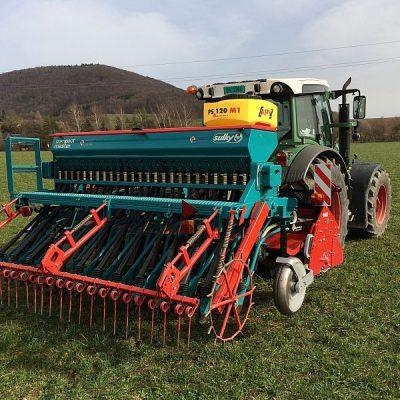 Im Herbst Gründüngung einarbeiten: Getreide und Untersaat in einem Arbeitsgang